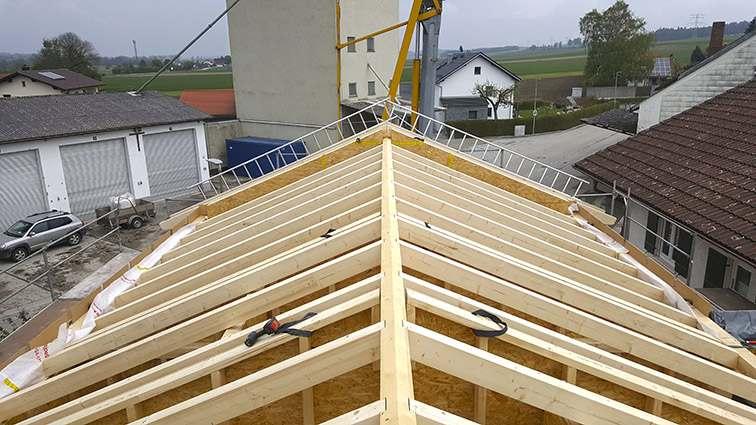 Holzhaus mit Sichtdachstuhl